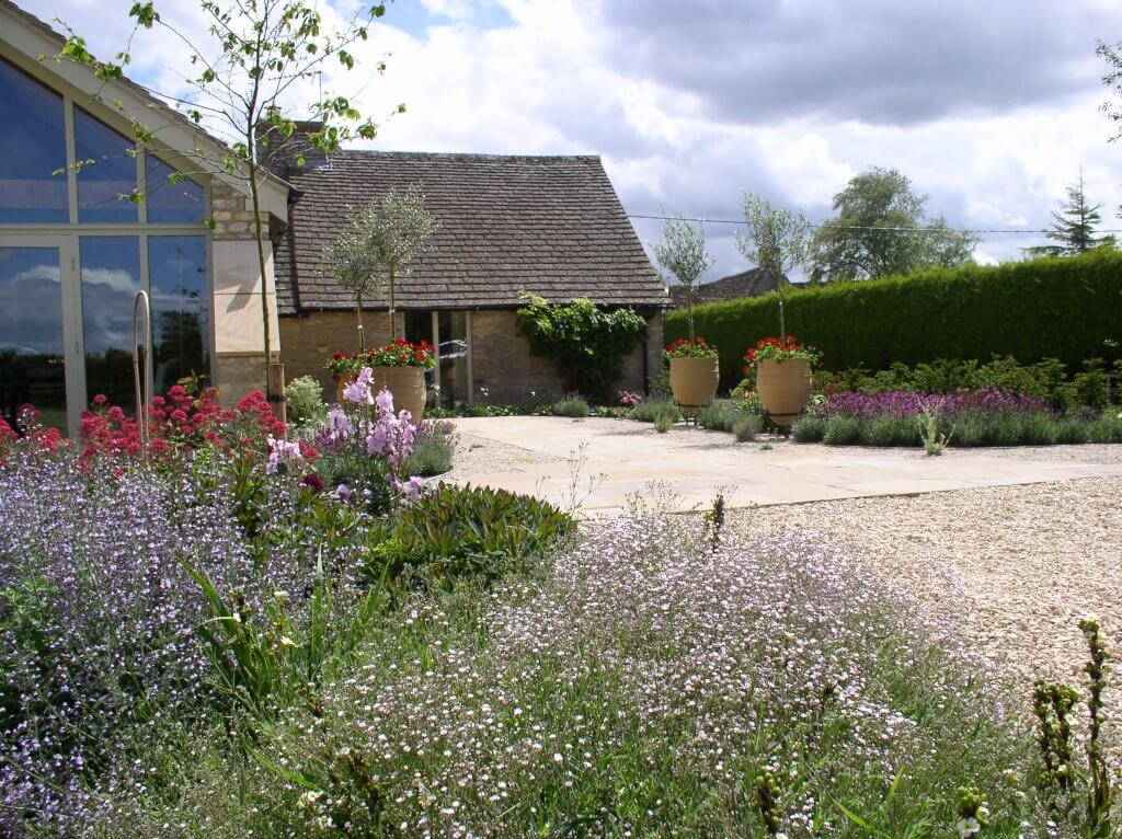 Country-garden-planting-in-Gloucestershire